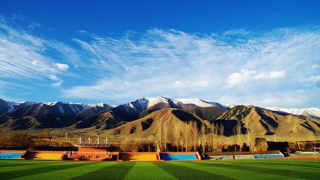 """新疆巴里坤有个""""世界最美校园"""""""